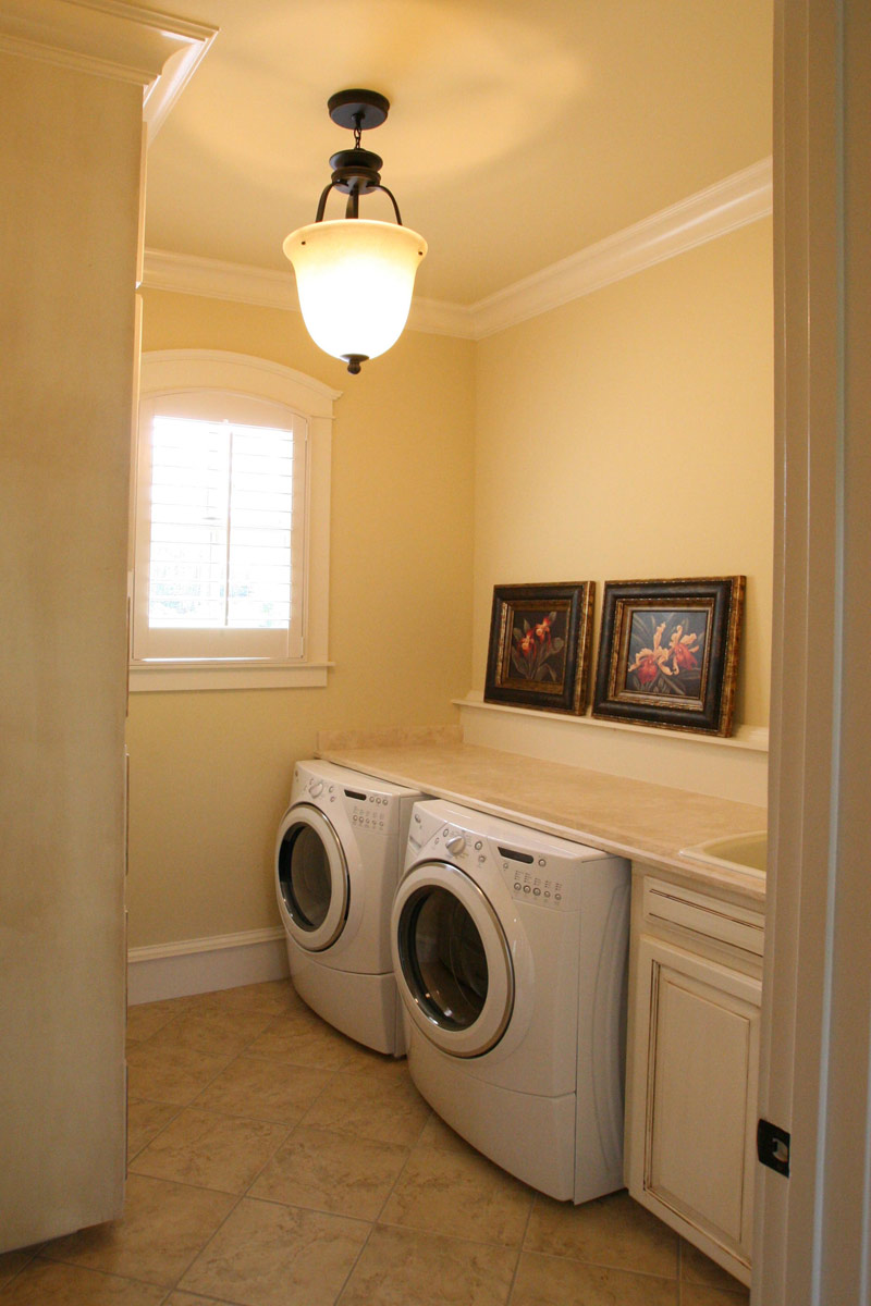 Traditional House Plan Laundry Room 01 024S-0025