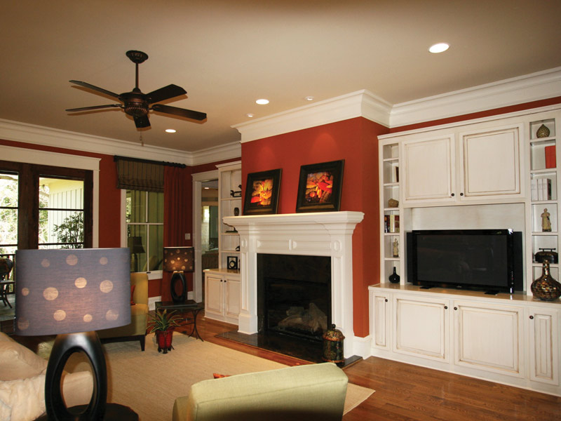 Arts and Crafts House Plan Living Room Photo 02 024S-0025