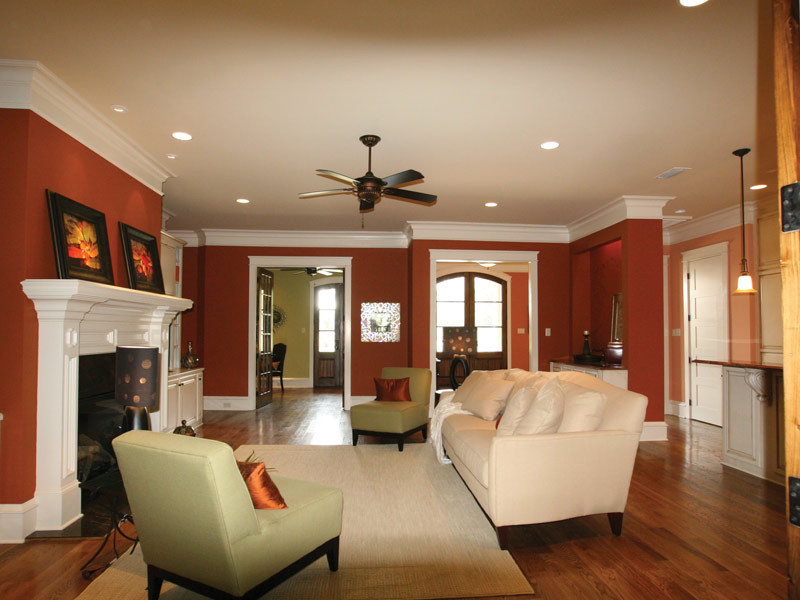 Traditional House Plan Living Room Photo 03 024S-0025