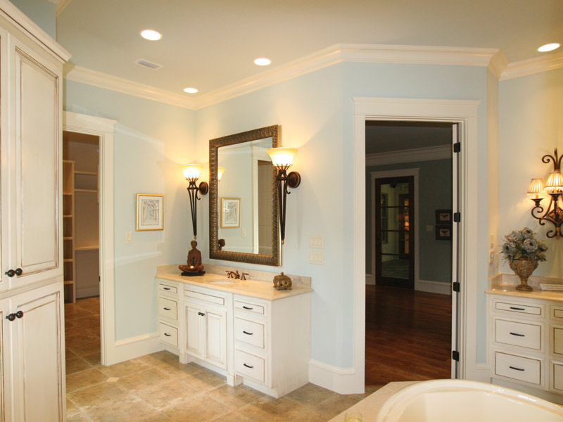 Country French Home Plan Master Bathroom Photo 01 024S-0025