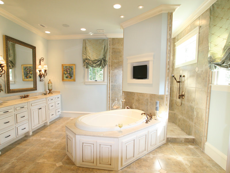 Waterfront Home Plan Master Bathroom Photo 10 024S-0025