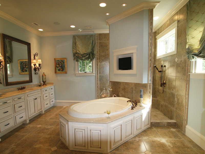 Waterfront Home Plan Master Bathroom Photo 11 024S-0025