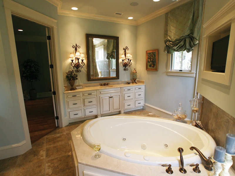 Waterfront Home Plan Master Bathroom Photo 12 024S-0025