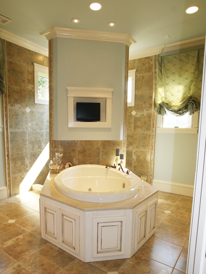 Waterfront Home Plan Master Bathroom Photo 02 024S-0025