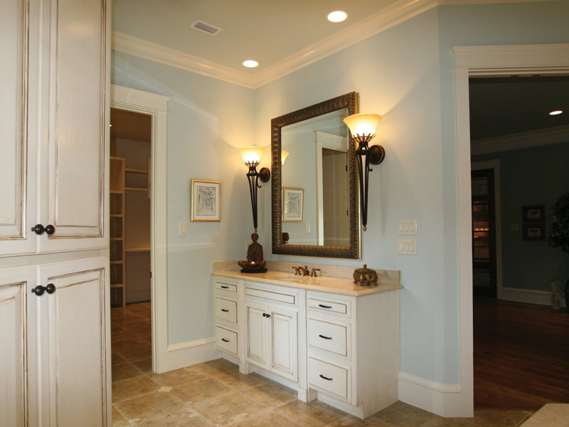 Waterfront Home Plan Master Bathroom Photo 05 024S-0025