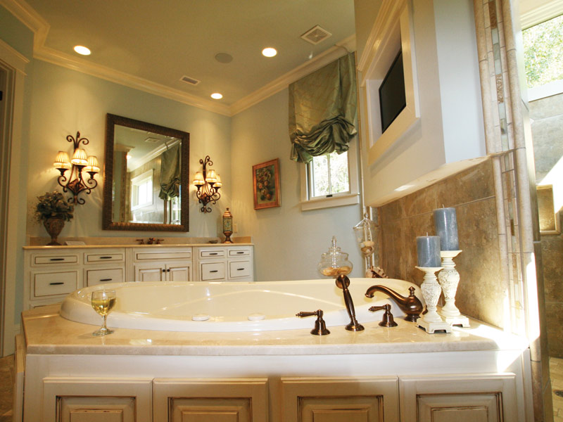 English Cottage Plan Master Bathroom Photo 06 024S-0025