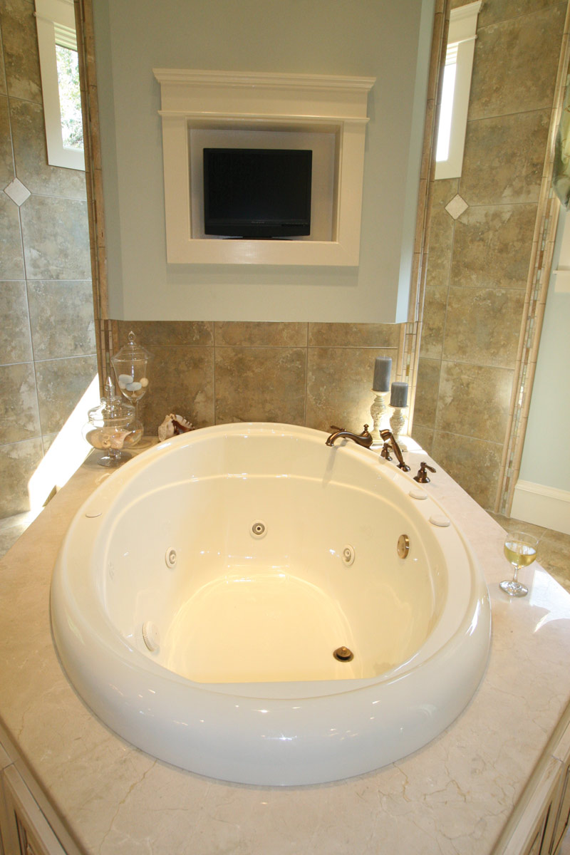 Waterfront Home Plan Master Bathroom Photo 07 024S-0025
