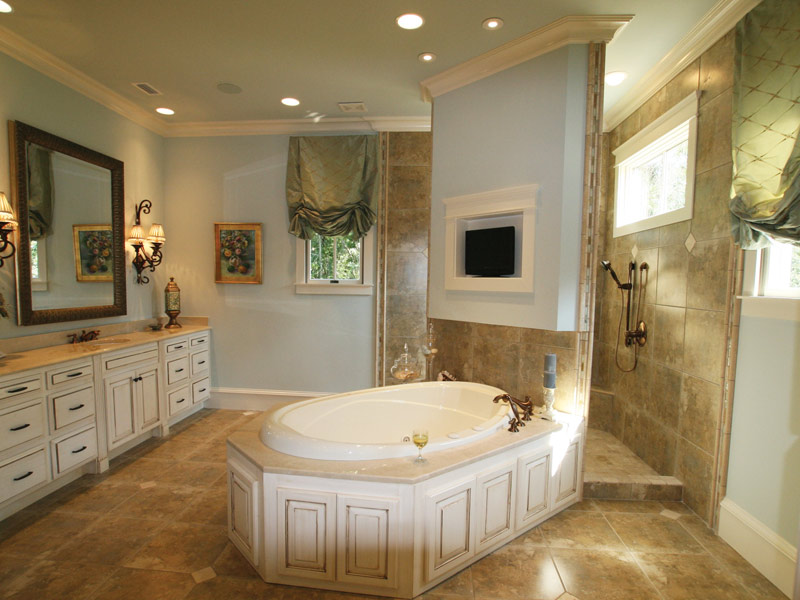 Country French Home Plan Master Bathroom Photo 09 024S-0025