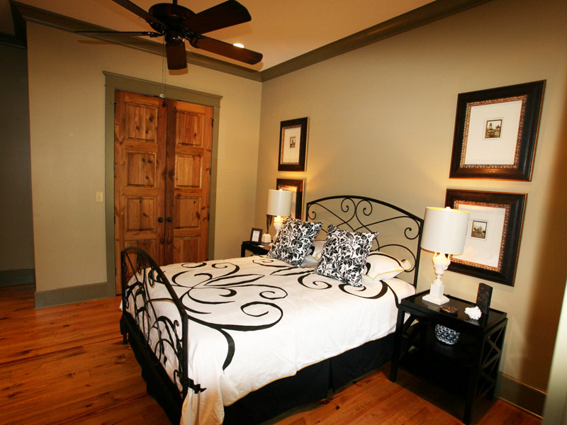 Waterfront Home Plan Bedroom Photo 01 024S-0026