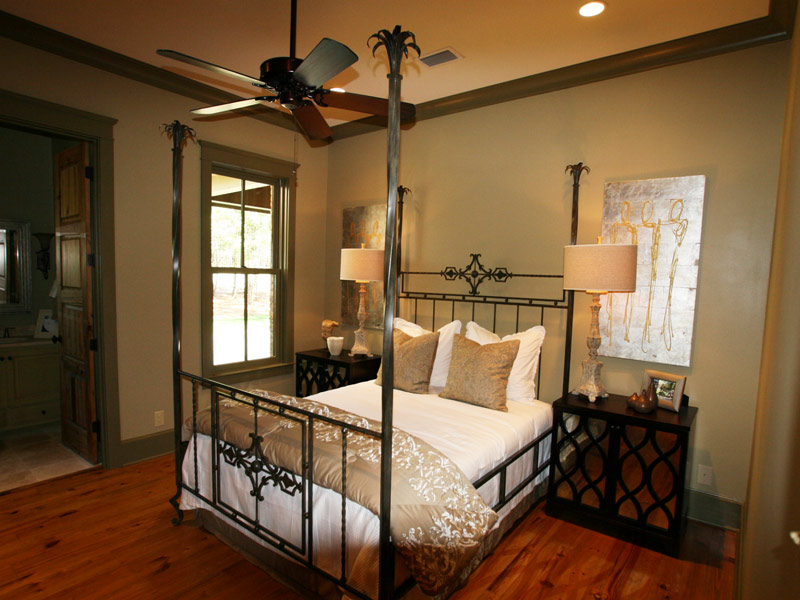 Waterfront Home Plan Bedroom Photo 03 024S-0026