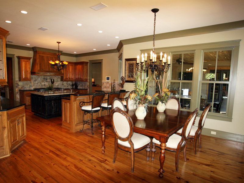 Vacation Home Plan Breakfast Room Photo 02 024S-0026