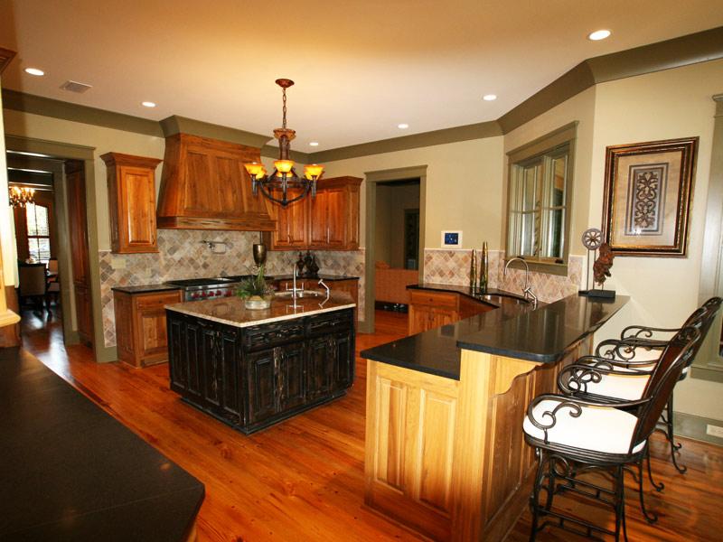 Luxury House Plan Kitchen Photo 03 024S-0026