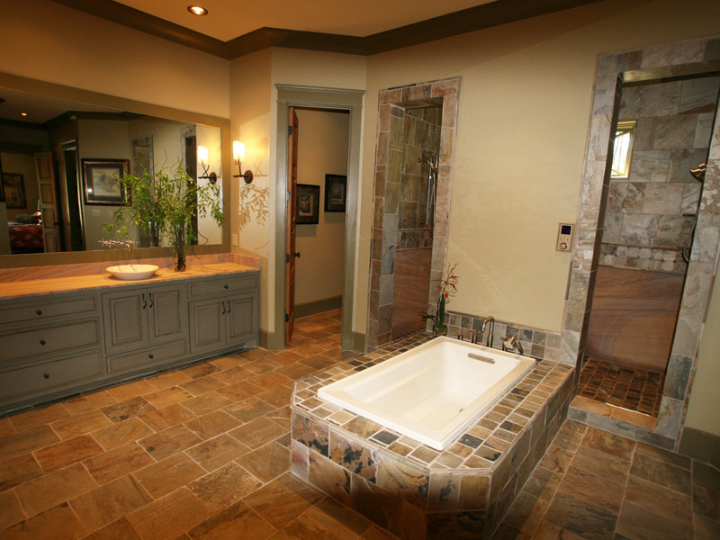 Waterfront Home Plan Master Bathroom Photo 01 024S-0026