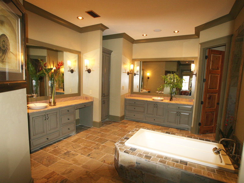 Waterfront Home Plan Master Bathroom Photo 02 024S-0026
