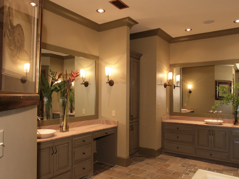 Waterfront Home Plan Master Bathroom Photo 03 024S-0026