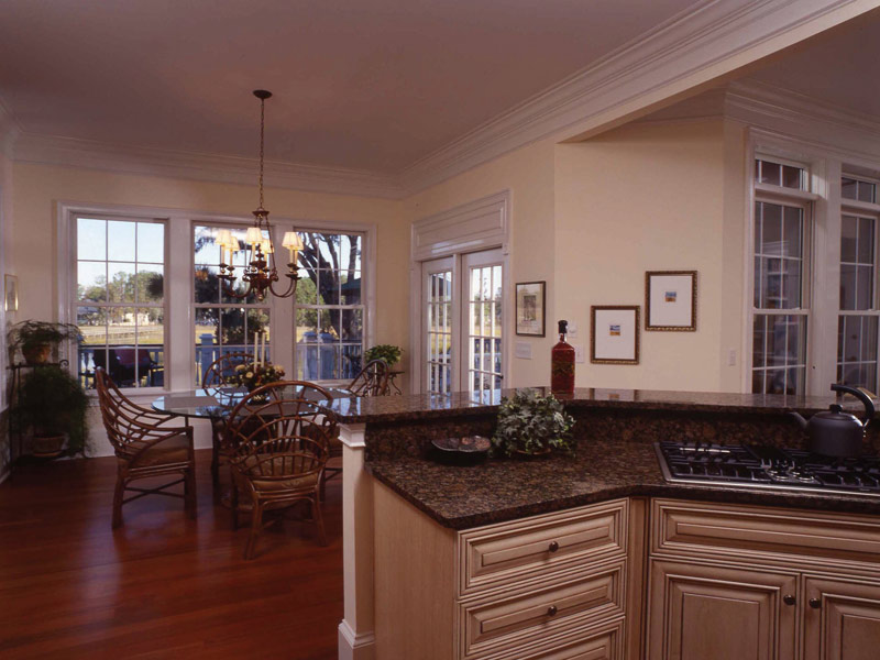 Luxury House Plan Breakfast Room Photo 02 024S-0037