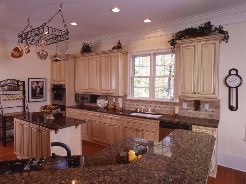 Sunbelt Home Plan Kitchen Photo 03 024S-0037