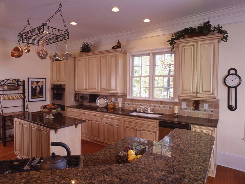 Sunbelt Home Plan Kitchen Photo 04 024S-0037