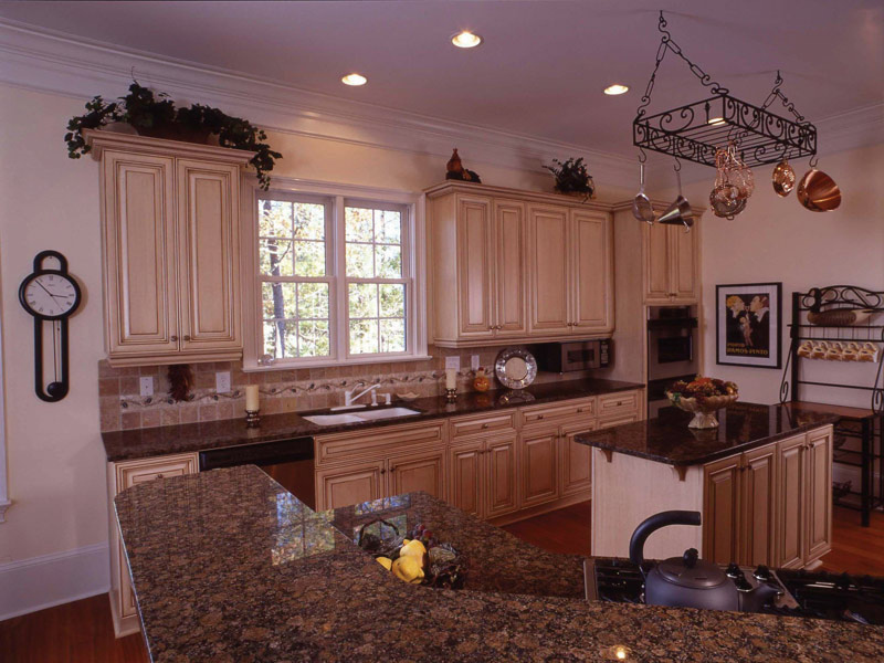 Colonial Floor Plan Kitchen Photo 07 024S-0037