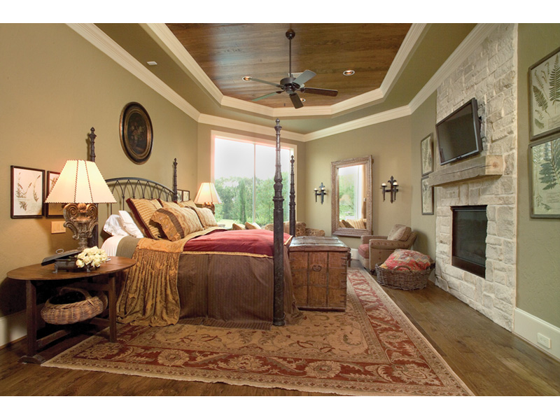 Arts & Crafts House Plan Master Bedroom Photo 01 - 026S-0020 | House Plans and More