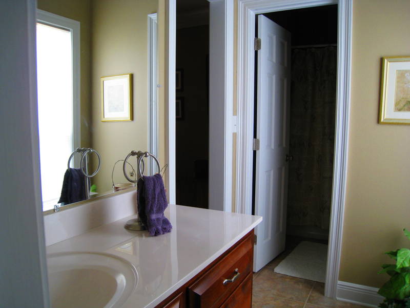 Colonial House Plan Bathroom Photo 01 028D-0018