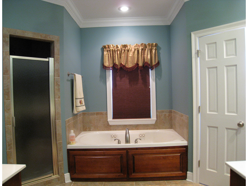 Colonial House Plan Bathroom Photo 02 028D-0018