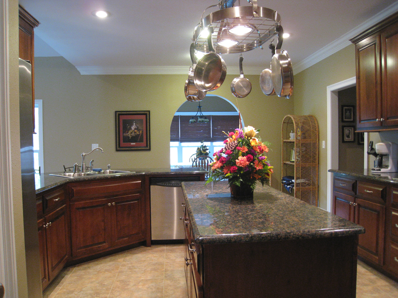 Traditional House Plan Kitchen Photo 02 028D-0018