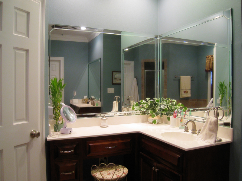 Southern House Plan Master Bathroom Photo 01 028D-0018