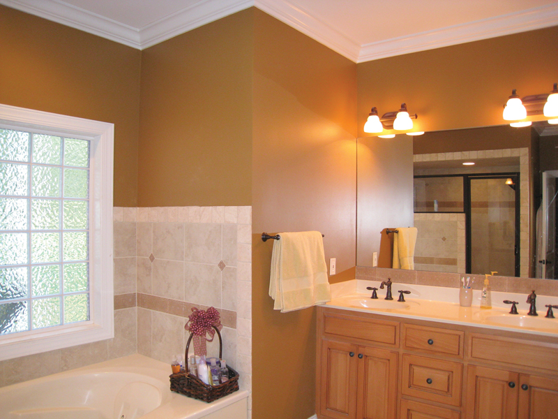 Ranch House Plan Master Bathroom Photo 02 028D-0054