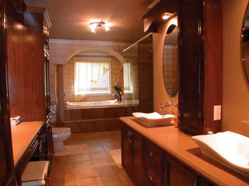 Traditional House Plan Bathroom Photo - 032D-0023 | House Plans and More