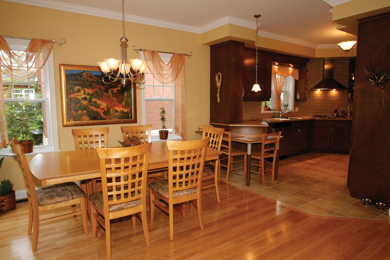 Traditional House Plan Dining Room Photo 02 032D-0235