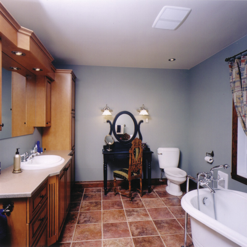 Arts and Crafts House Plan Bathroom Photo 032D-0261
