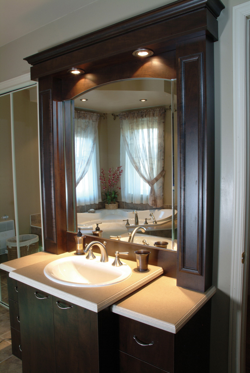 Country French Home Plan Bathroom Photo 02 032D-0427