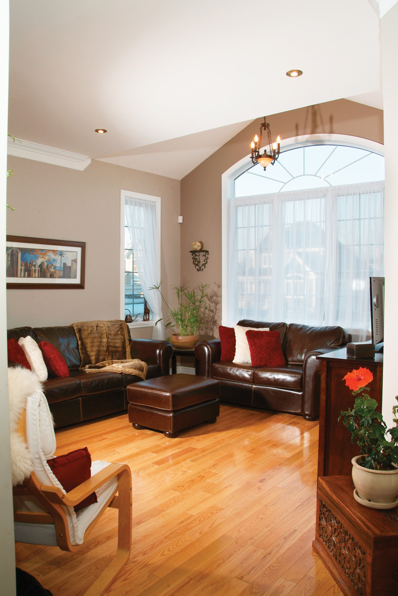 Victorian House Plan Living Room Photo 01 032D-0474