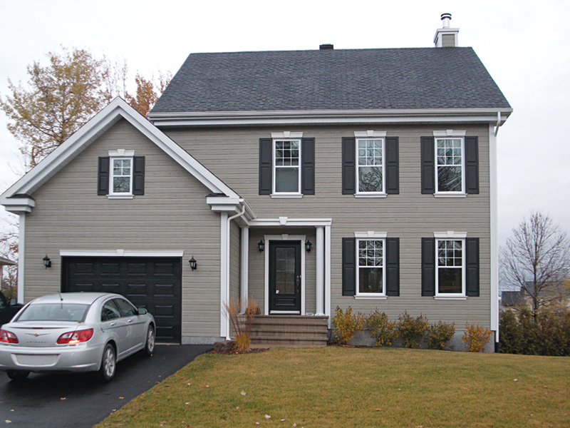 Two-Story Achieves Colonial Style