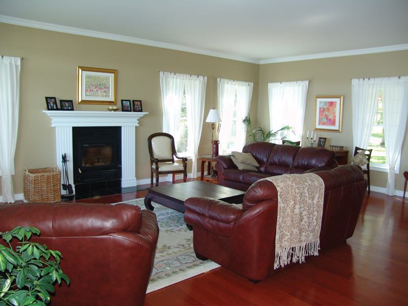 Traditional House Plan Living Room Photo 02 032D-0481