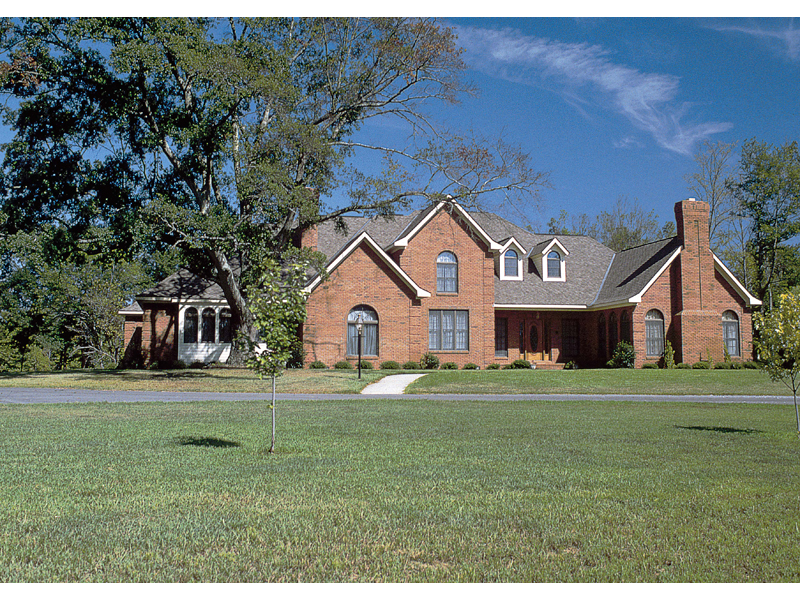 Traditional House Plan Front of Home 038D-0001