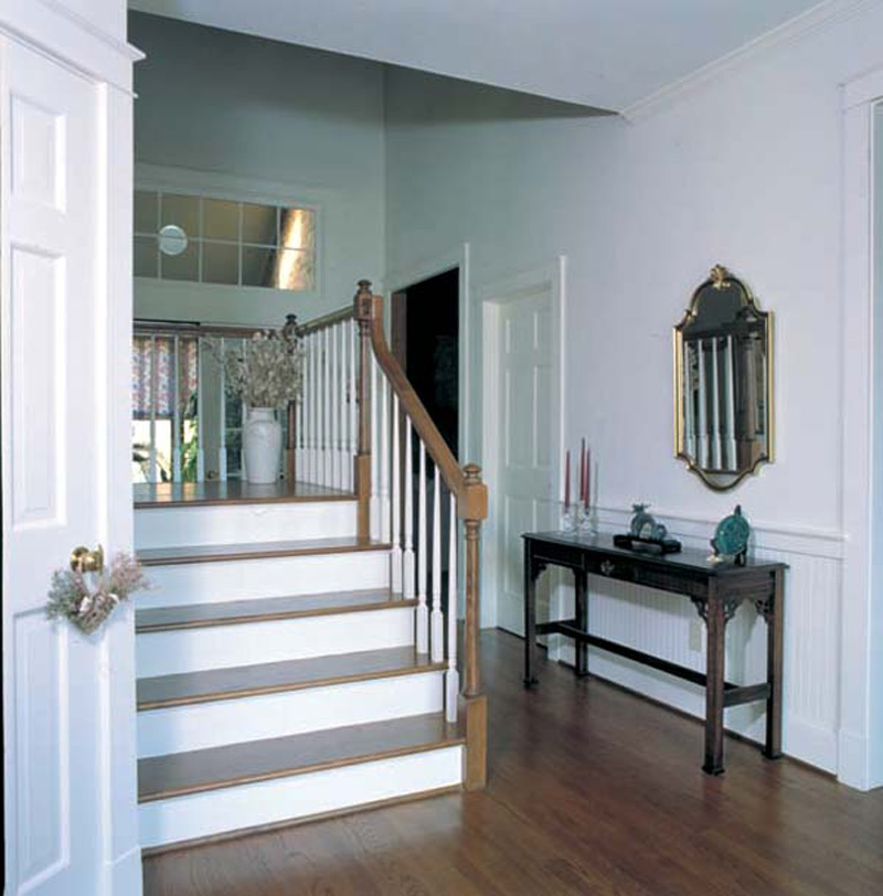 Farmhouse Plan Stairs Photo 038D-0005