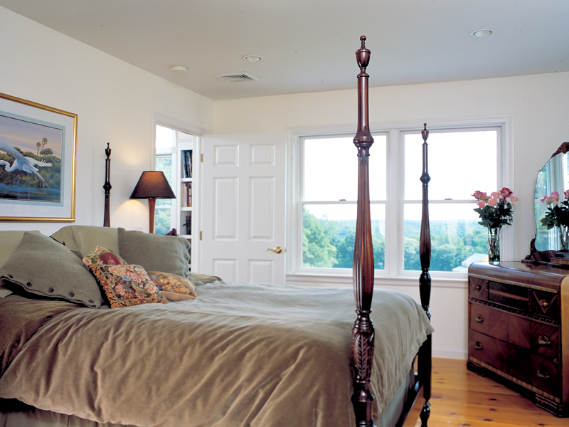 Traditional House Plan Master Bedroom Photo 01 038D-0023