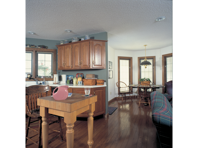 Traditional House Plan Kitchen Photo 01 038D-0085