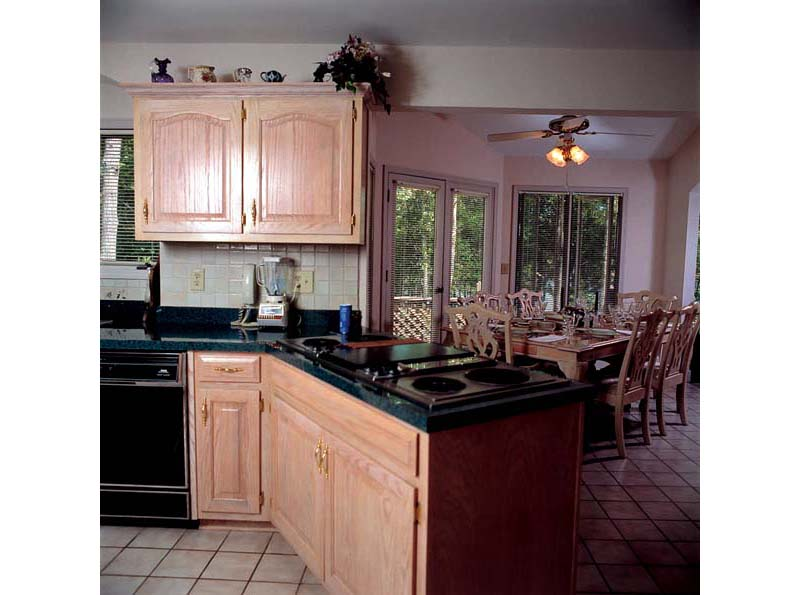 Arts and Crafts House Plan Kitchen Photo 01 038D-0177
