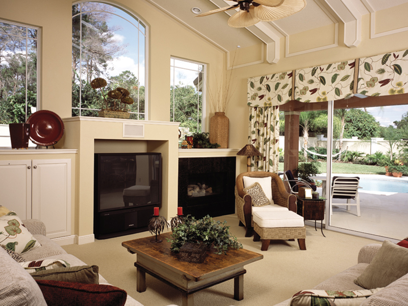 Traditional House Plan Family Room Photo 01 047D-0052