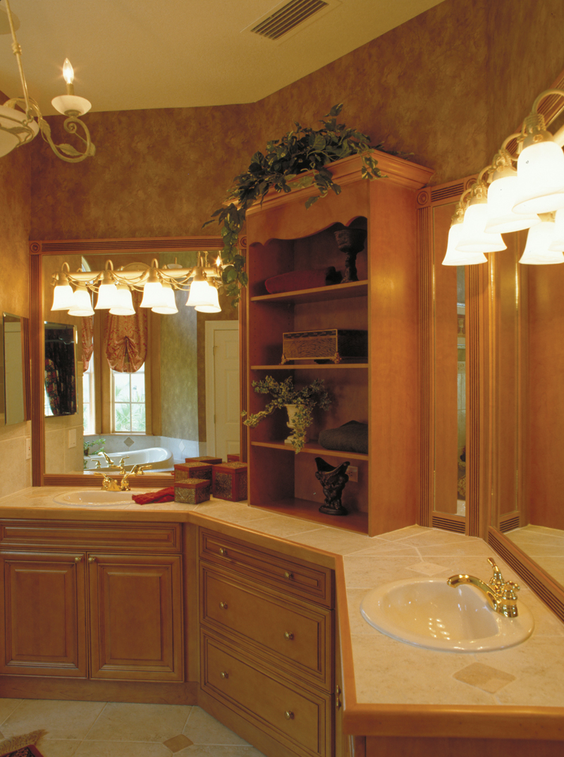 Spanish House Plan Master Bathroom Photo 01 047D-0056