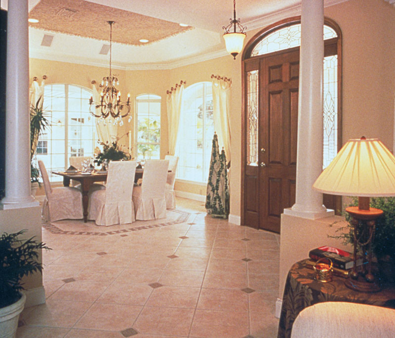 Luxury House Plan Foyer Photo 047D-0058