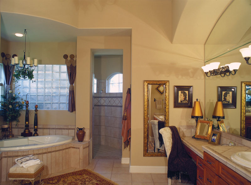 Spanish House Plan Master Bathroom Photo 01 047D-0064