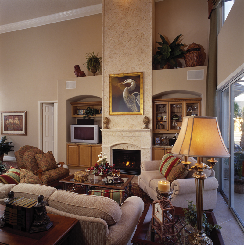 Traditional House Plan Great Room Photo 01 047D-0211