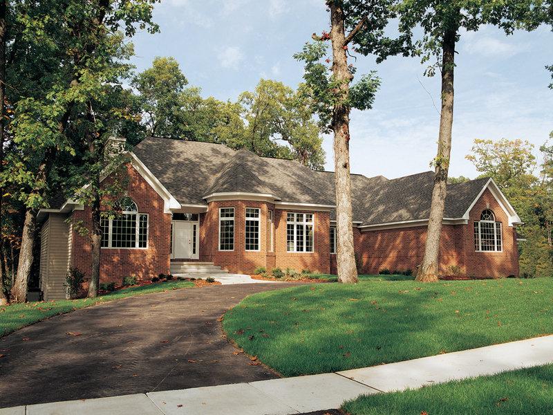 Luxurious All Brick Ranch House With Octagon-Shaped Room Near Entry