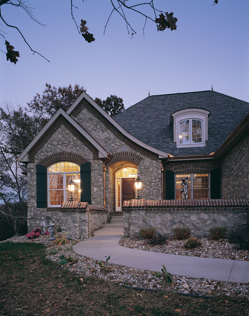 Traditional House Plan Front Photo 01 051D-0189