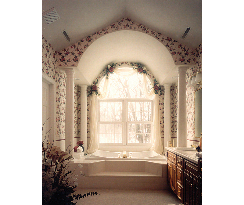 Georgian House Plan Master Bathroom Photo 01 051S-0010