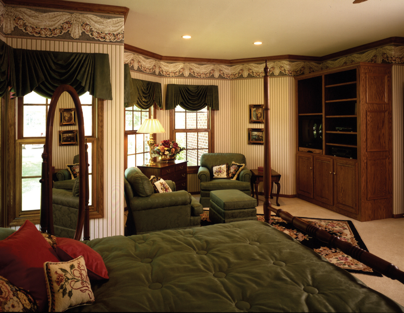 Traditional House Plan Master Bedroom Photo 01 051S-0010